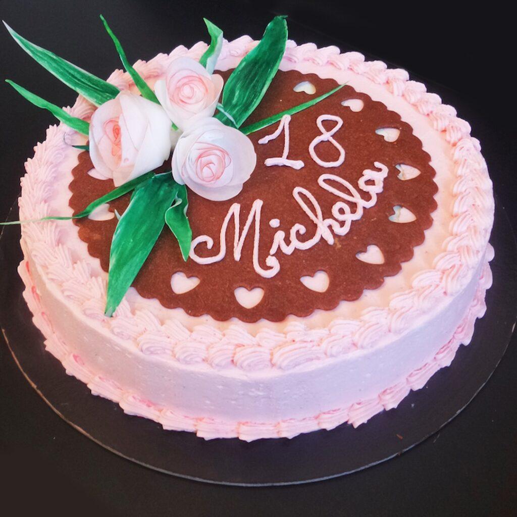 torta al cioccolato con ganache cioccolato bianco e fragole